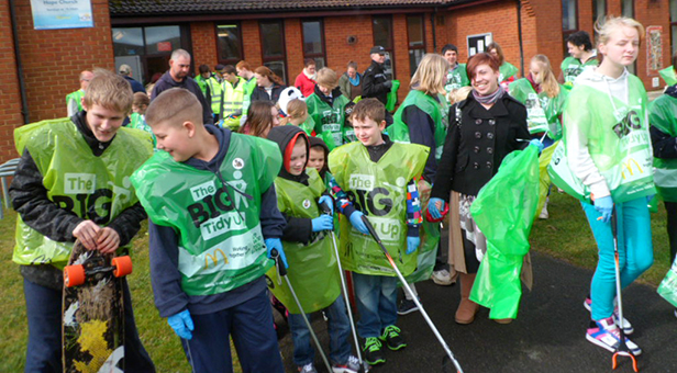Local children from the Heatherlands taking part in the community litter pick