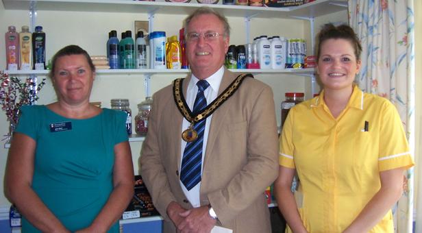 PHOTO: © Trevor Williams, L-R: Julie Welsh, Manager; Cllr Steve Rippon Swaine, Mayor of Ringwood, Emma Budd