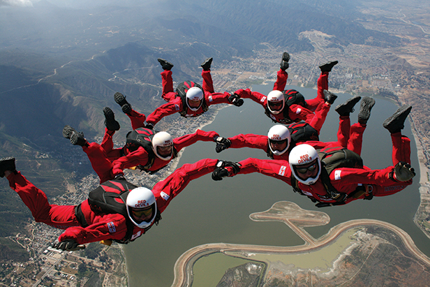 Red Devils sky diving display