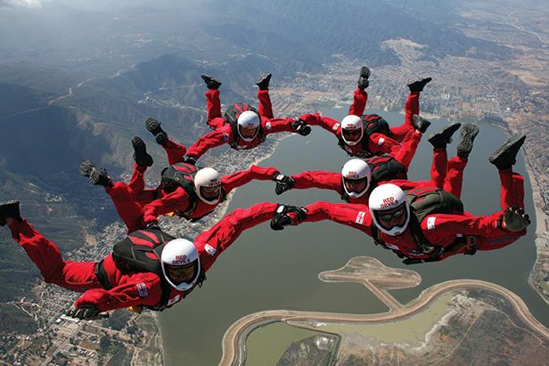 Red Devils sky diving display