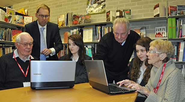 Robin Long, students Scarlett Tanswell and Cavell Green and silver surfer Keren Tanswell, Tobias Ellwood MP and Francis Maude MP