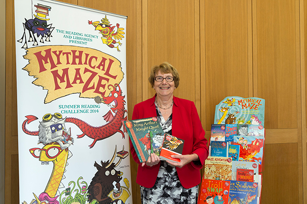 Annette Brooke promoting reading