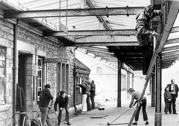 Volunteers access Swanage station February 1976 courtesy Andrew PM Wright collection