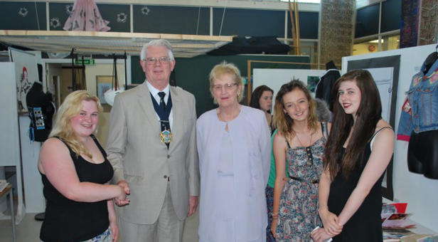 CHAIRMAN AND STUDENTS (L-R) Rai Burroughs, Shola Pitman and Phoebe Green