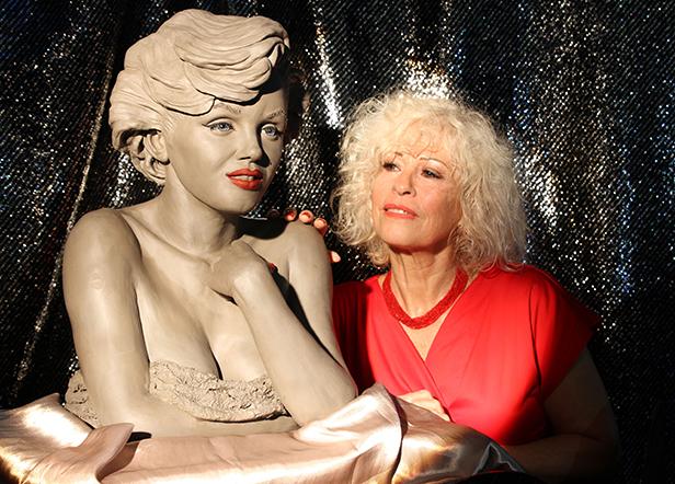 Marilyn with Linda Joyce