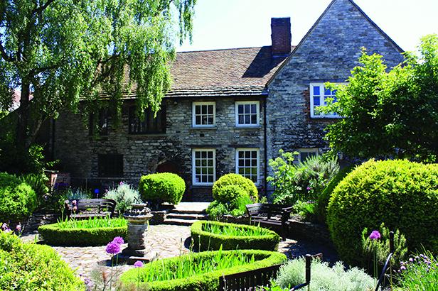Scaplens Court and garden