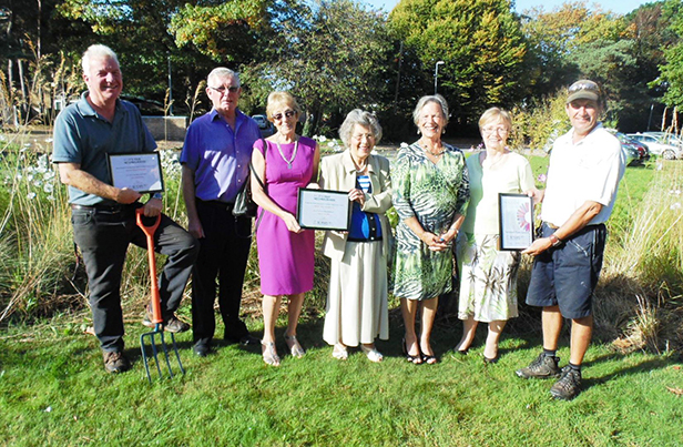 Richard Dean, FAA Chairman; Bob Poole, Helping Hands; Maureen Langdon, Helping Hands; Pam Manning, Helping Hands; Cllr Jean Read; Carol Atkins, Helping Hands; Maureen Langdon, Helping Hands and Keith Wilcox, Head Groundsman