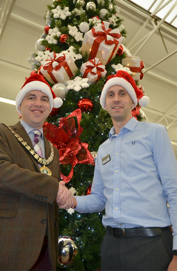 Ferndown Mayor Mike Parkes thanks Matt Hill for Haskins support