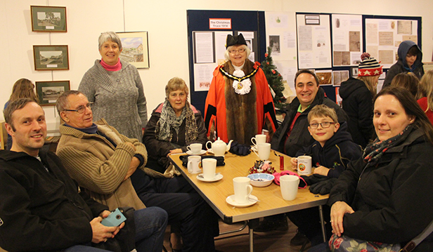 The mayor chats to those taking time out for a cuppa