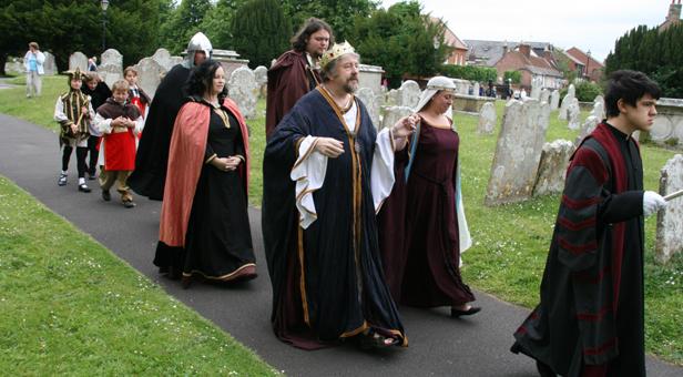 King-John-Processes-through-Priory-Churchyard