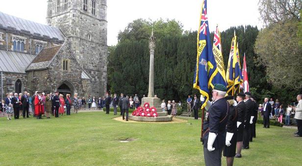 Commemorating-VJ-Day-in-Wimborne