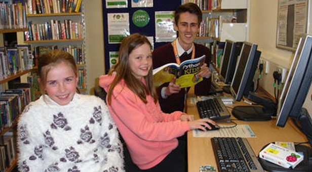 Children and library volunteer ready to start coding