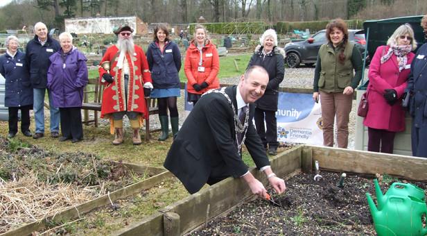 Mayor of Wimborne starts the dig