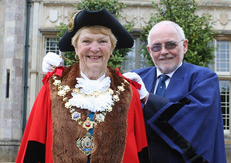 Mayor Cllr Trish Jamieson and past mayor, Cllr Fred Neale