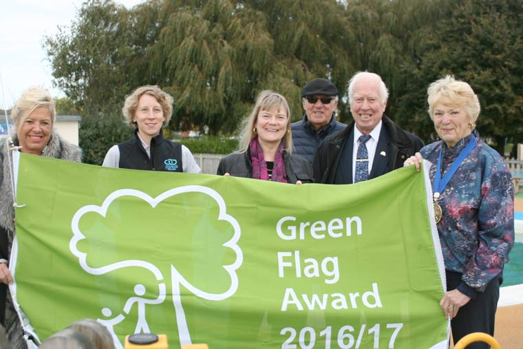 High fliers hoist flag to celebrate Christchurch Quay's latest green flag status