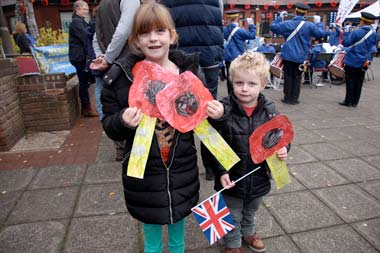 Sophie aged 7 from Ferndown First School and Jack aged 3 from Hopscotch Pre-School made some poppies for the parade