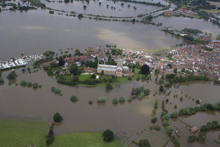 Tewkesbury Abbey flooded in July 2007