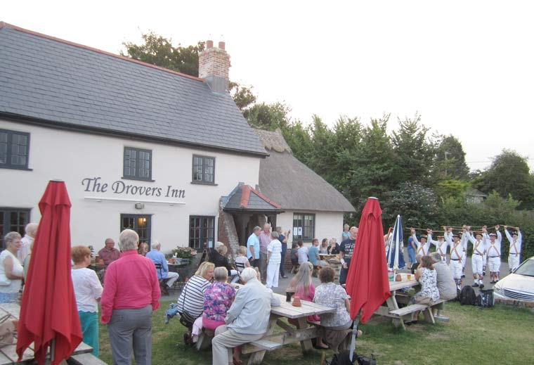 Image of Drovers Inn with many in attendance