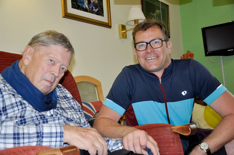 Big-hearted German cycles Dorset to visit mentor at care home