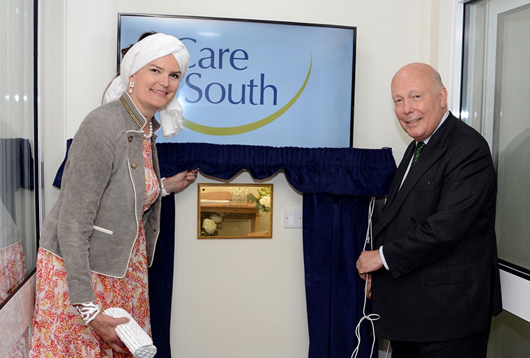 Lord and Lady Fellowes unveiling the plaque at Alexandra House