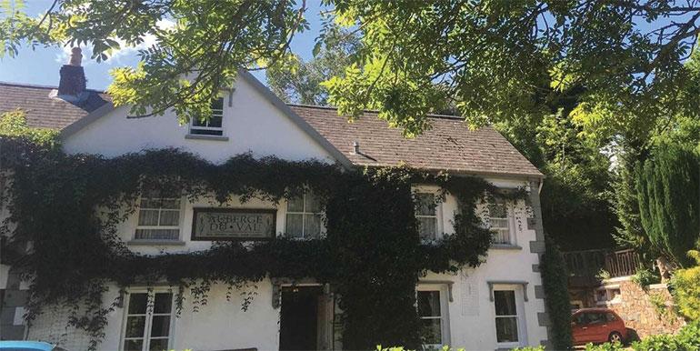 Auberge Du Val Country Inn