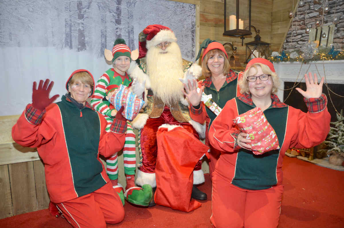 Santa receives 'elfy' welcome in Dorset