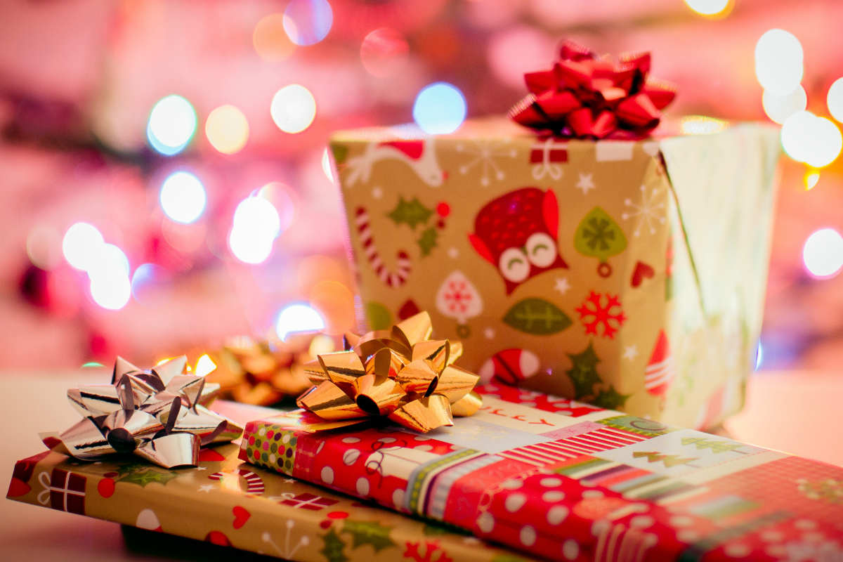 Dolphin Shopping Centre and Borough of Poole to provide presents