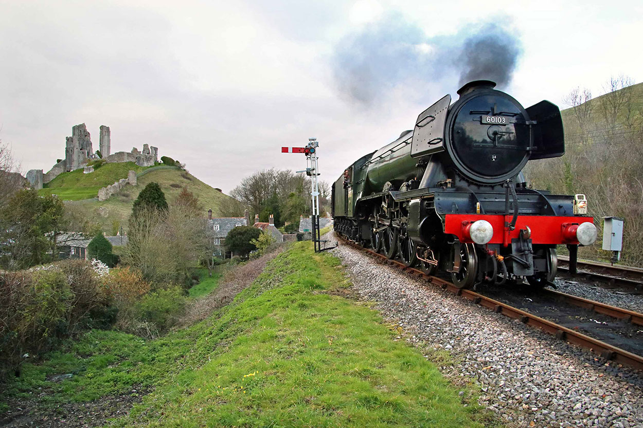 Flying Scotsman arrives Corfe Castle