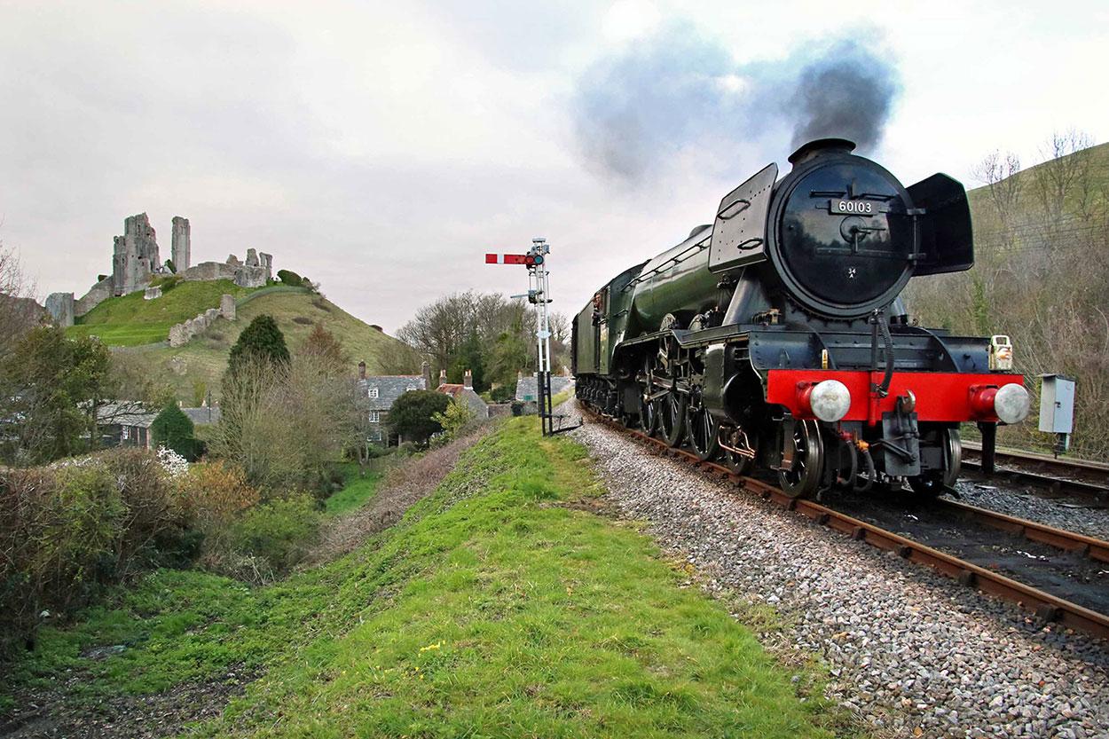 Flying Scotsman arrives Corfe Castle