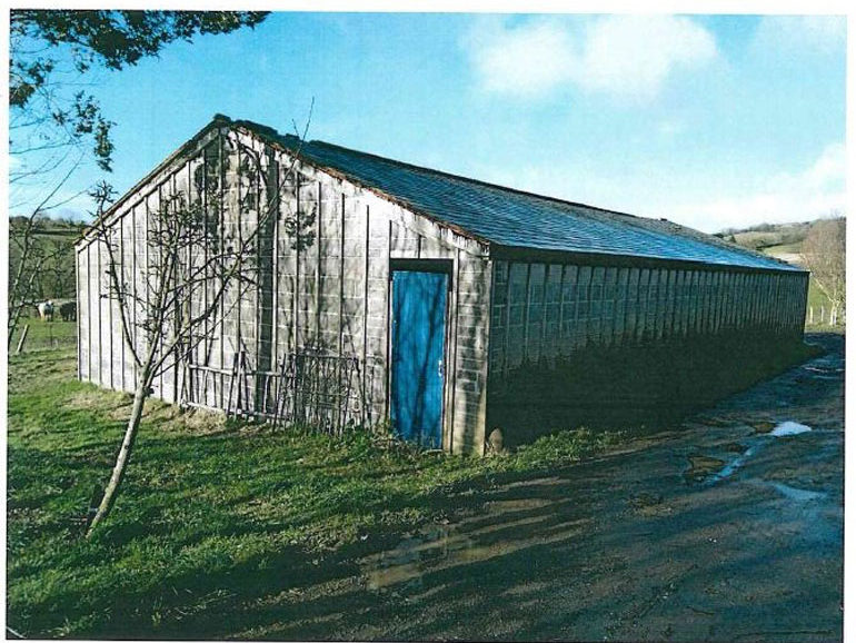 View of the unauthorised barn at Willow Farm