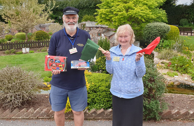 Volunteers Stuart Laybourne and Penny Greengrove