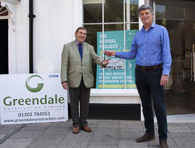 David Morgan (left) receives the keys from Rob Hooker, Greendale Construction