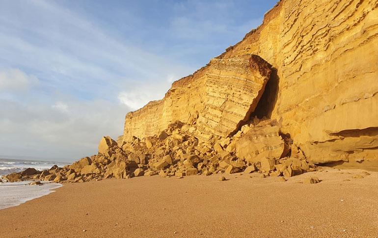 The rockfall at Hive Beach