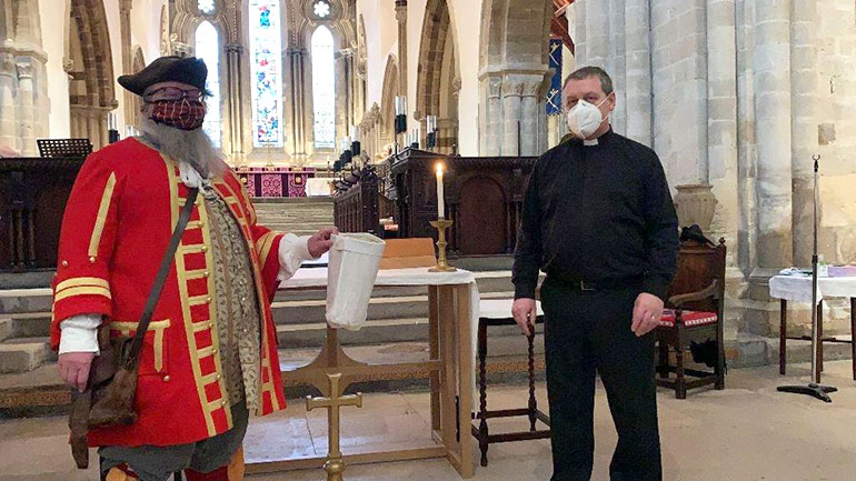 Chris Brown and the rector undertaking the draw. Photo by Tammy Sleet of Wimborne BID