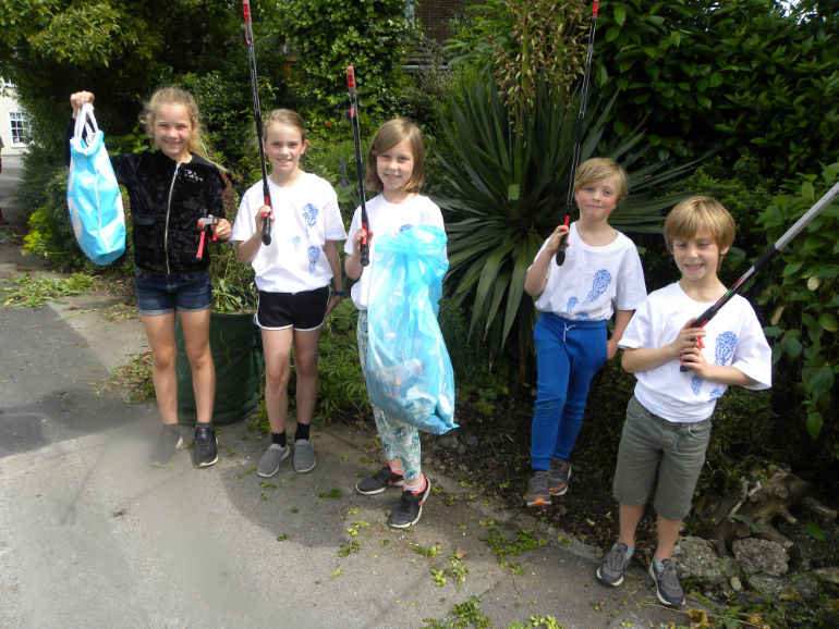 L-R: Liliya, Sophie, Taylor, Oliver and Fletcher with the bags of litter they had collected. Photo by Anthony Oliver