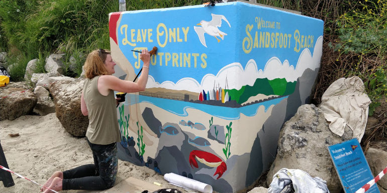 Concrete block now adorned with a striking mural at Sandsfoot Beach in Weymouth © Litter Free Dorset